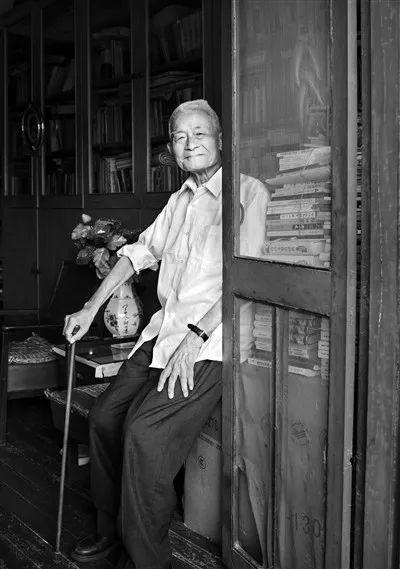 文艺理论家徐中玉去世,曾主编第一本《大学语文》教材